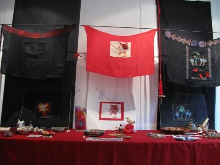 Tabliers Baba Yaga, broderie, tissage à la main, teinture, feutrage, couture, par Enora Rouillé et Alice Heit
